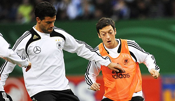 Tokeo la picha la Michael Ballack and Mesut Ozil - sky sports
