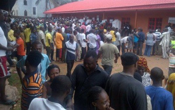 electorate-lining-up-to-vote-in-edo-governoship-electio-on-wednesday