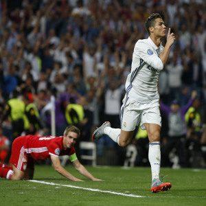 Real Madrid star Cristiano Ronaldo welcomes twins